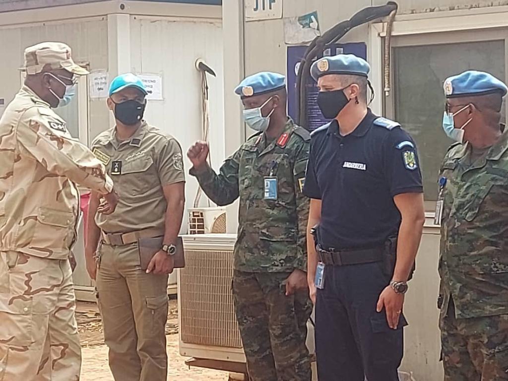 الجنرال الموريتاني اعل زايد ولد امبارك الخير خلال تسلم قيادة القوة الأممية في بانغي