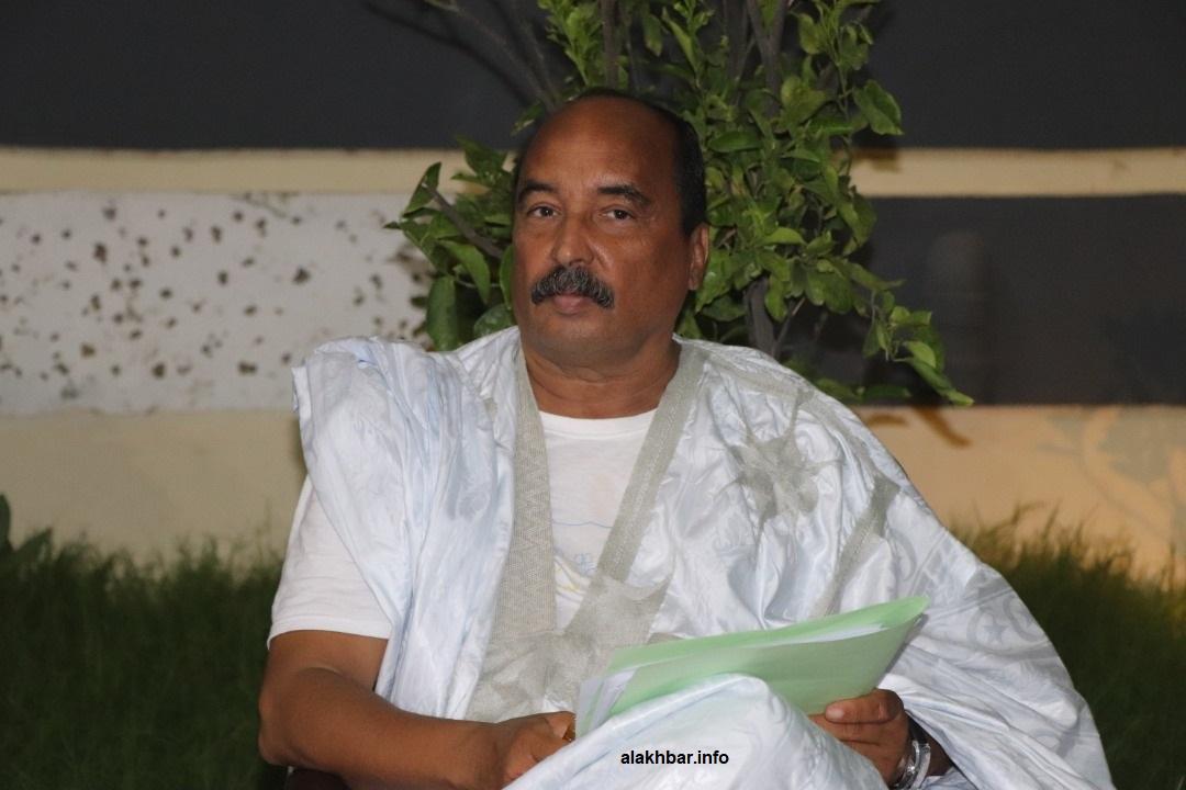 الرئيس السابق محمد ولد عبد العزيز خلال تحضير مؤتمر صحفي في منزله أغسطس الماضي (الأخبار - أرشيف)