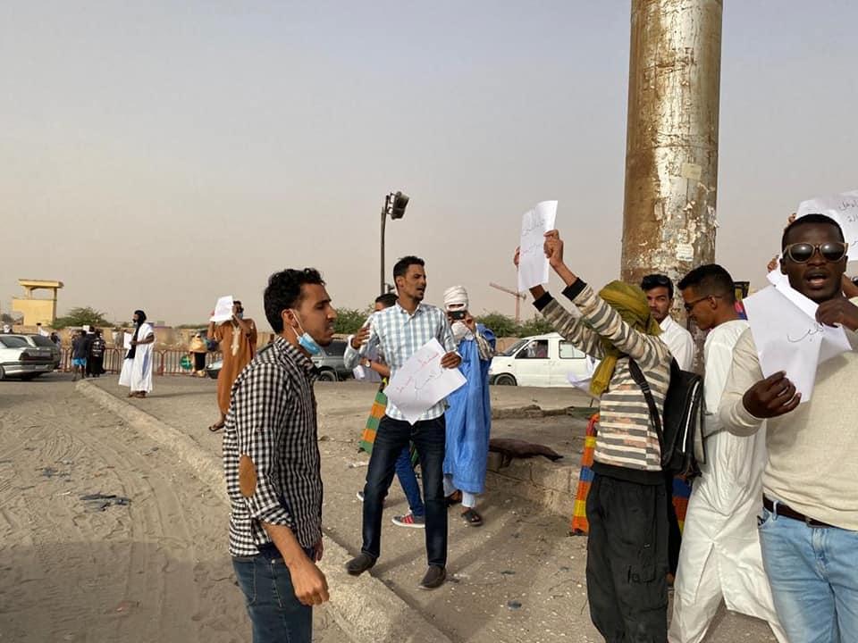 نشطاء في الحركة خلال تظاهرتهم أمس الخميس