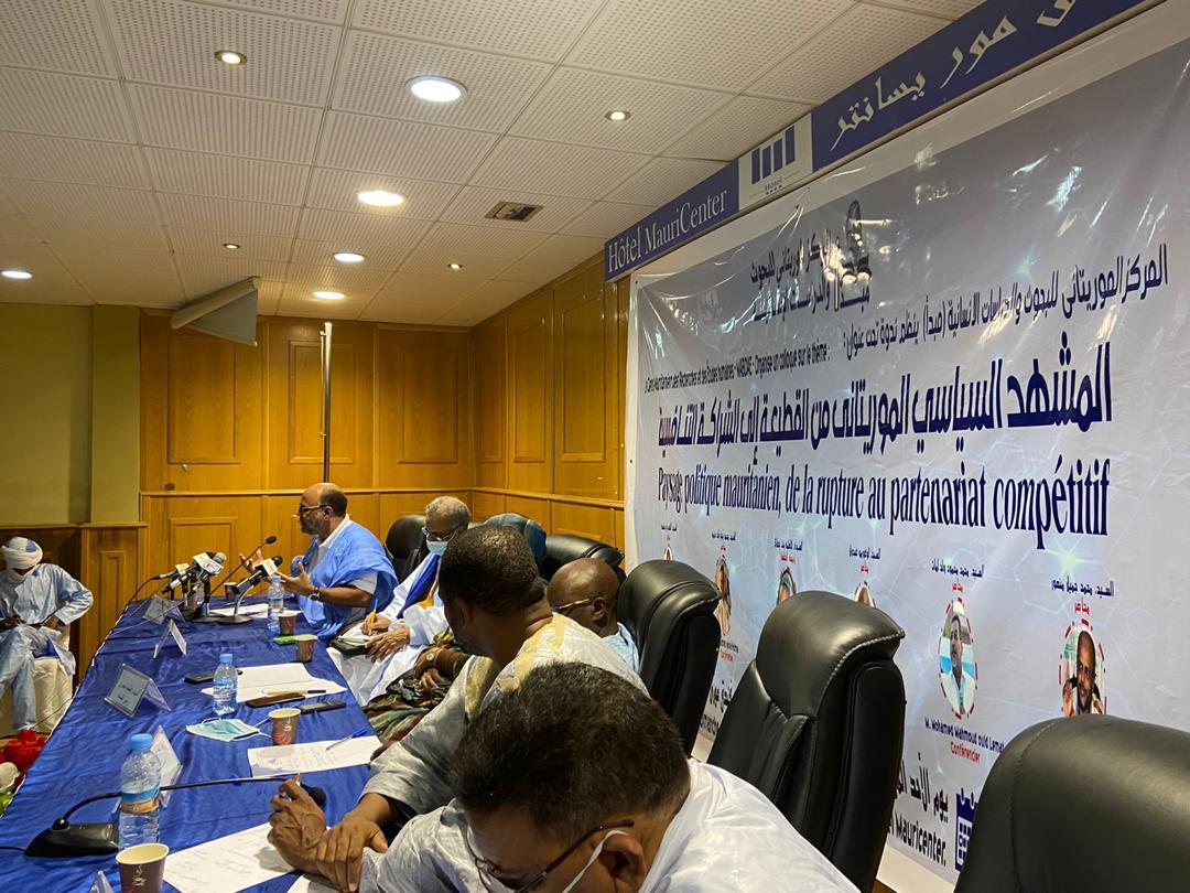 منصة الندوة التي نظمت الأحد في نواكشوط بمناسبة مرور عام على تسلم ولد الغزواني للسلطة