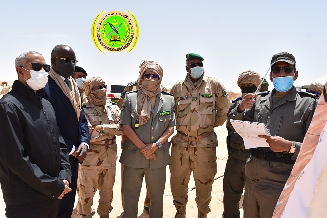وزيرا الدفاع والداخلية خلال جولة قاما بها في الحزام الأمني لمدينة نواكشوط
