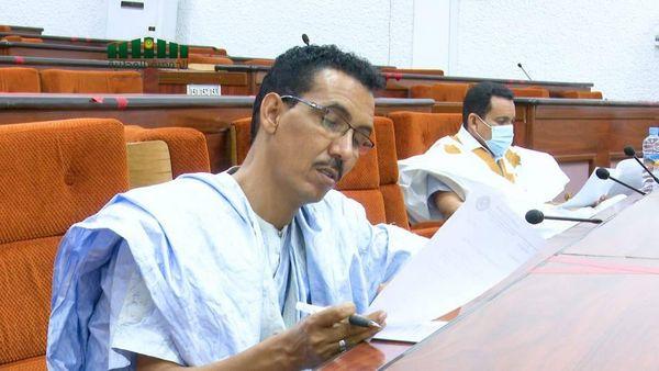 النائب البرلماني اباب ولد بنيوك خلال اجتماع سابق للجنة العدل والدفاع والداخلية