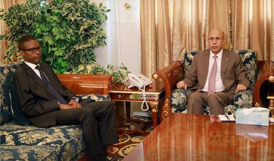 الرئيس ولد الغزواني خلال لقائه اليوم بالوزير الأول الجديد محمد ولد بلال وتكليفه بتشكيل الحكومة (وما)