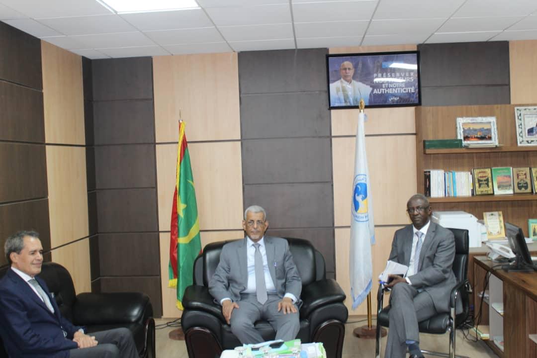 رئيس الحزب الحاكم وأمينه العام خلال لقائهما مع السفير المغربي بنواكشوط
