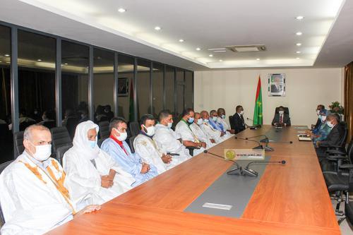 الوزير الأول محمد ولد بلال خلال اجتماعه مع عدد من رجال الأعمال (وما)