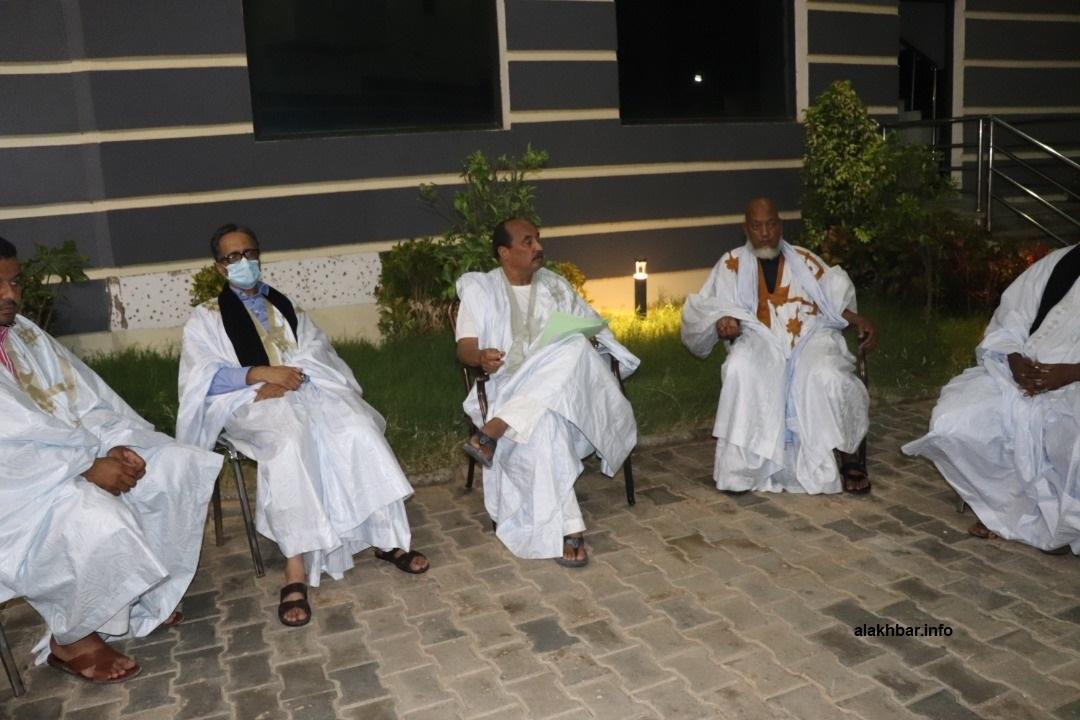 الرئيس السابق محمد ولد عبد العزيز وبعض أنصاره قبيل المؤتمر الصحفي نهاية أغسطس المنصرم (الأخبار - أرشيف)