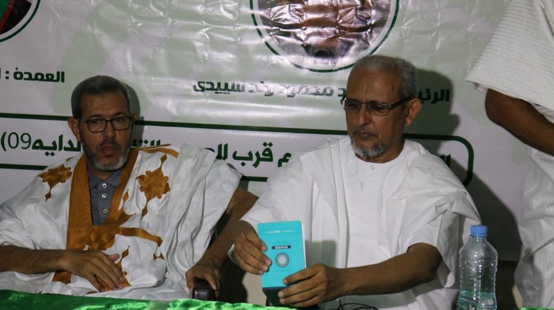 رئيس حزب تواصل إلى جانب عمدة عرفات خلال اللقاء مساء الأحد