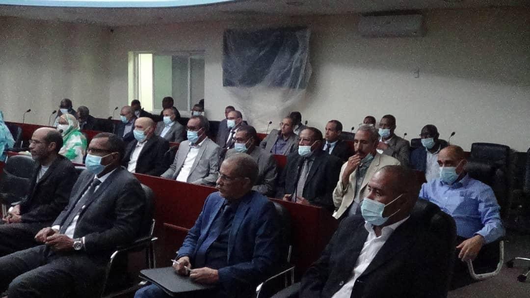 بعض أطر الشركة خلال الاجتماع الذي ترأسه المدير العام اليوم