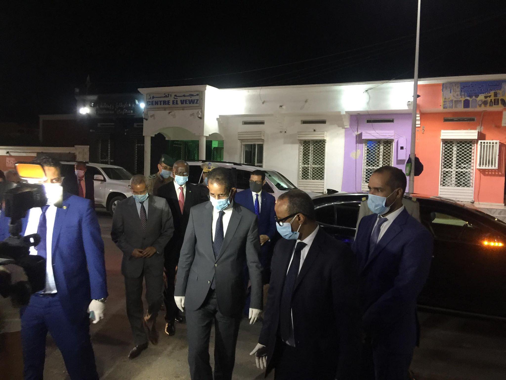 الوزير الأول وأعضاء الحكومة خلال جولته الليلة