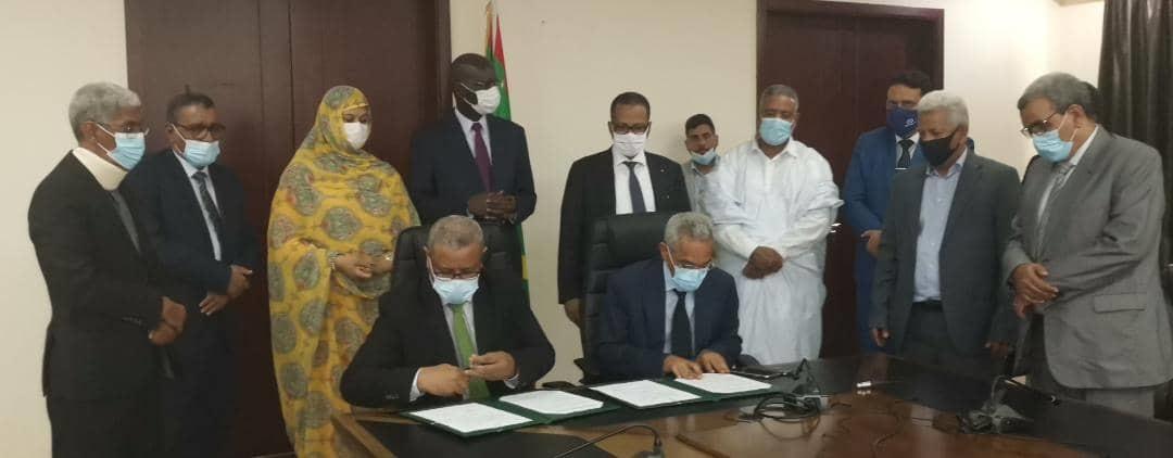 توقيع اتفاقية صرف المبلغ بحضور عدد من كبار المسؤولين في القطاعات الحكومية ذات العلاقة بملف السياحة