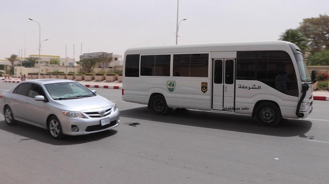 الباص الذي تولى نقل المشمولين في الملف في رحلة الذهاب إلى قصر العدل والعودة إلى إدارة الأمن (الأخبار)