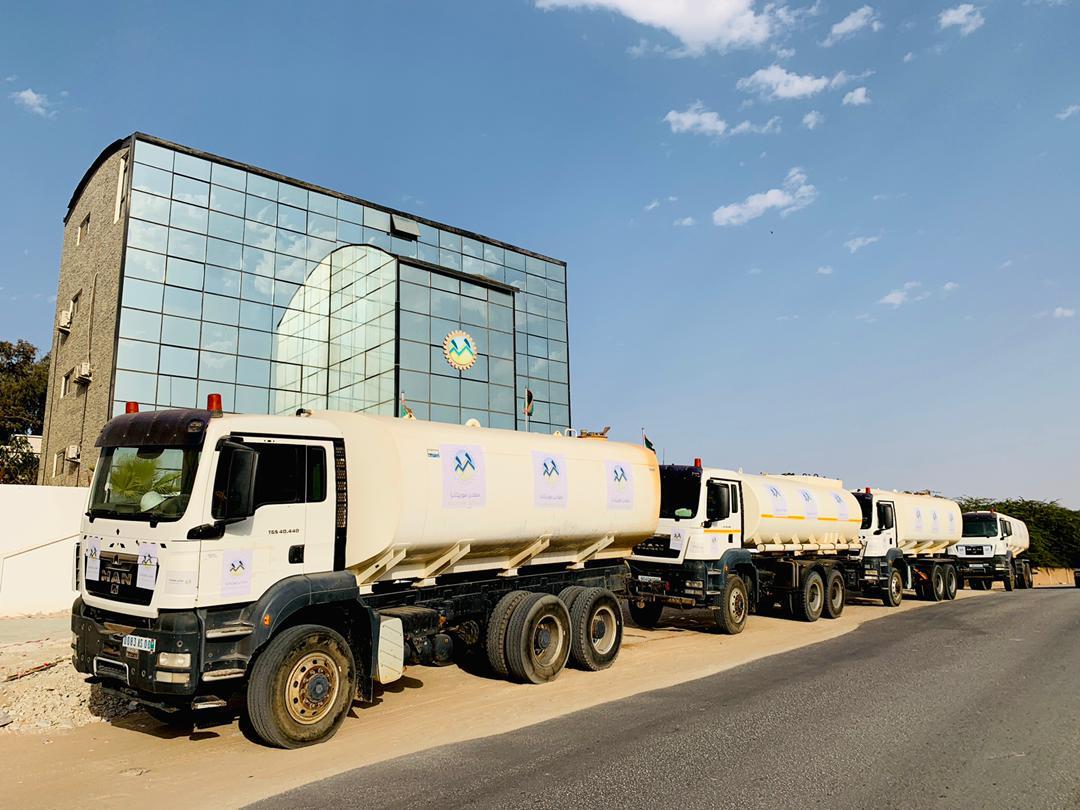صهاريج تستعد للانطلاق من أمام مكاتب الشركة في نواكشوط