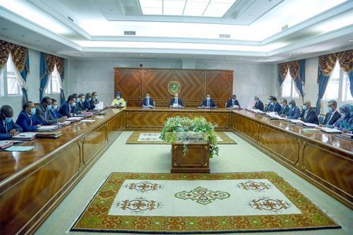 الحكومة خلال اجتماعها اليوم الأربعاء بالقصر الرئاسي (وما)