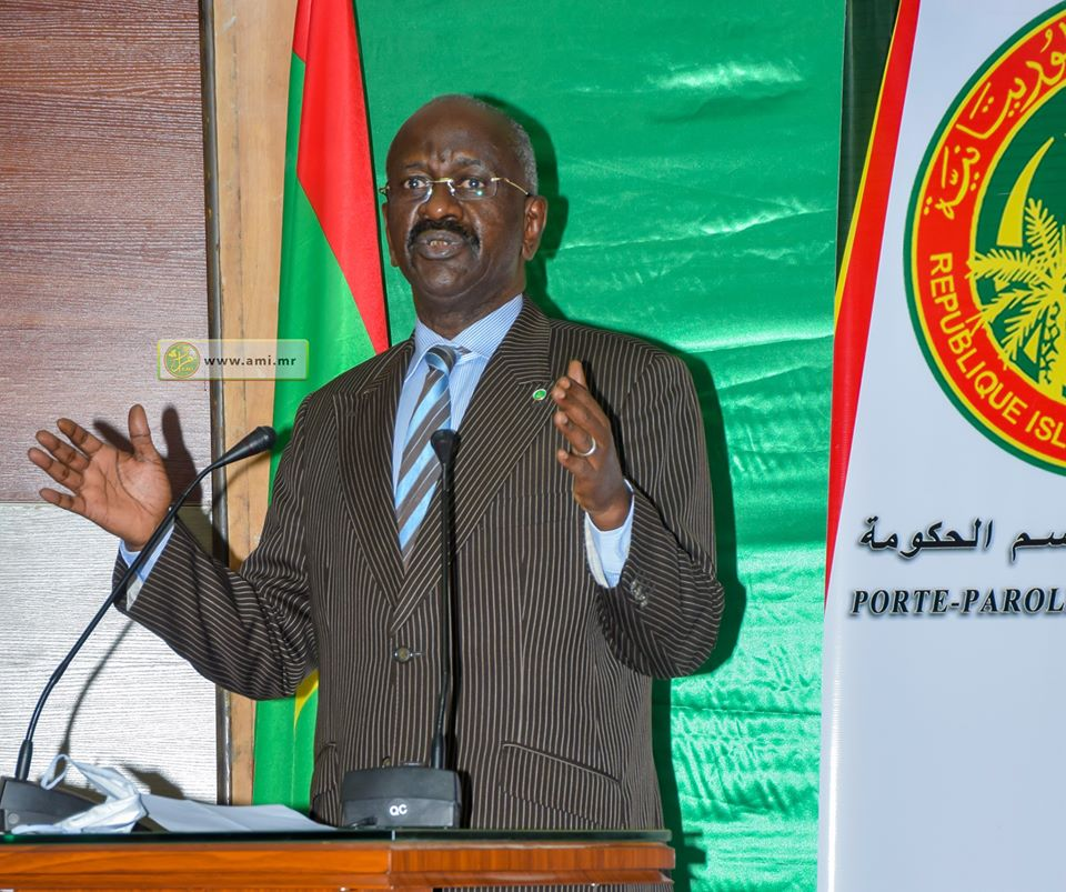 وزير الداخلية واللا مركزية محمد سالم ولد مرزوك خلال مؤتمر صحفي سابق (وما)