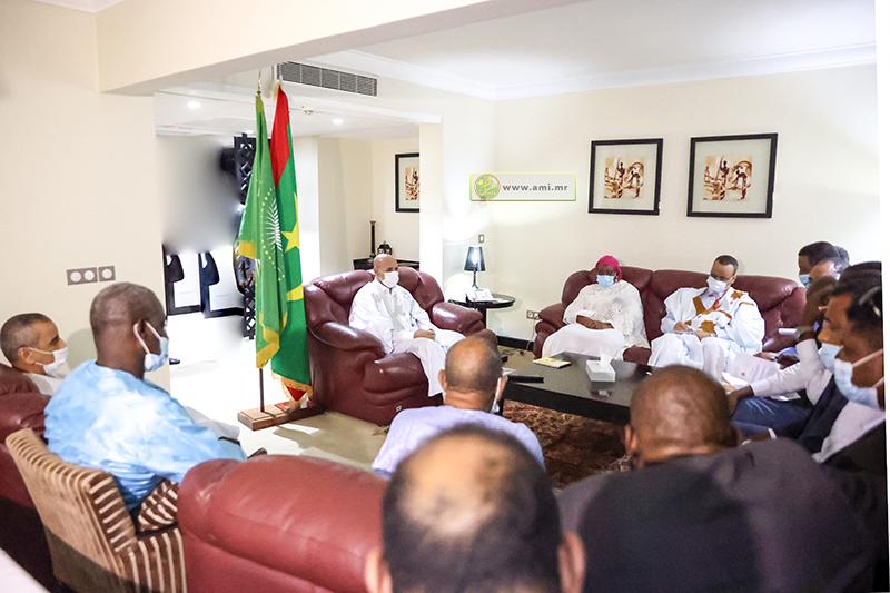 الرئيس محمد ولد الغزواني خلال لقائه مع ممثلي الجالية الموريتانية في الكونغو (وما)