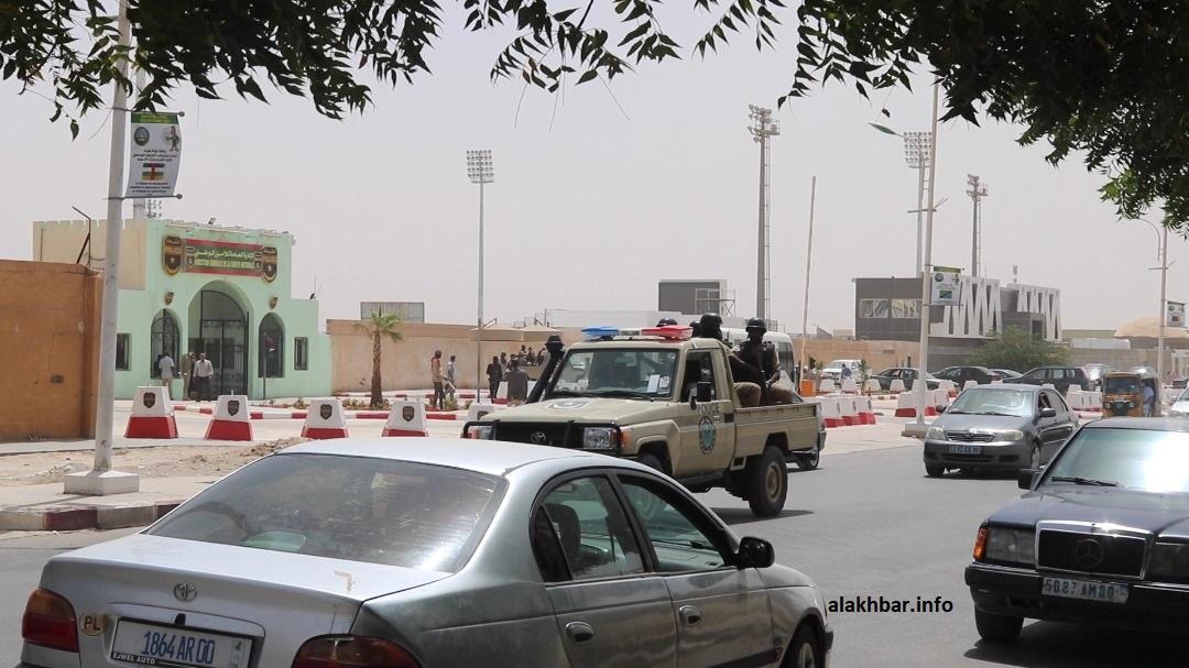 سيارة من وحدة مكافحة الإرهاب أمام مدخل الإدارة العامة للأمن بنواكشوط (الأخبار - أرشيف)