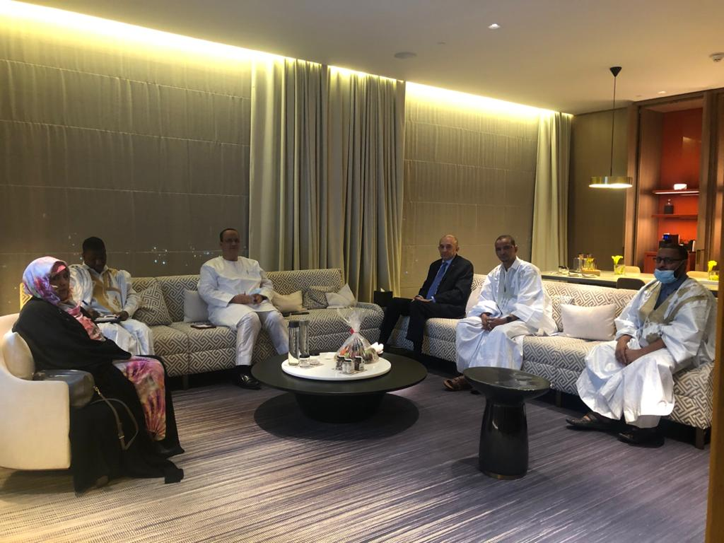 مكتب الجالية الموريتانية بالكويت خلال لقائه مع وزير الخارجية إسماعيل ولد الشيخ أحمد