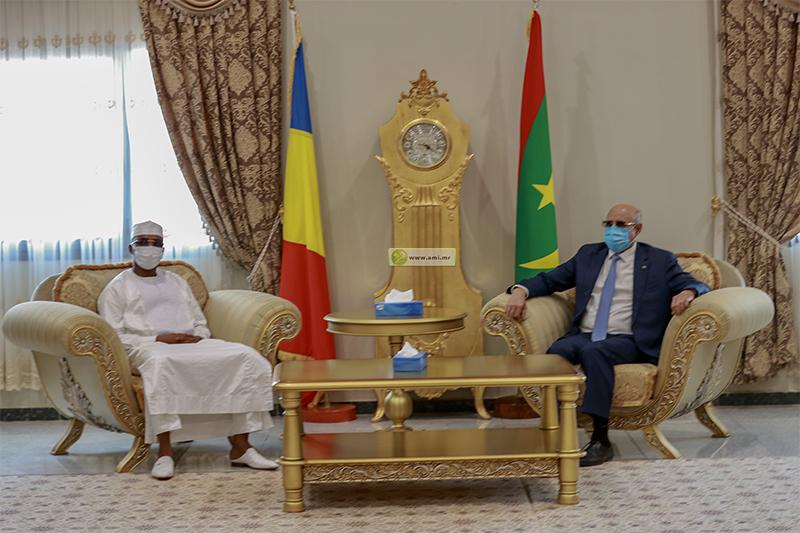 الرئيس محمد ولد الغزواني خلال مباحثاته مع الرئيس اتشادي محمد إرديس ديبي (وما)