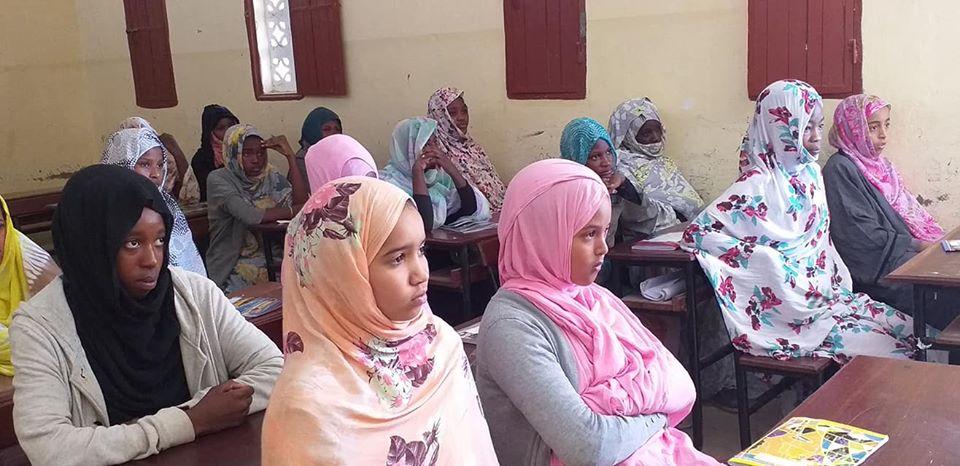 جانب من التلاميذ في حضور دروس التقوية المجانية في المدارس الأقل نسب نجاح في ختم الدروس الأساسية/ الأخبار