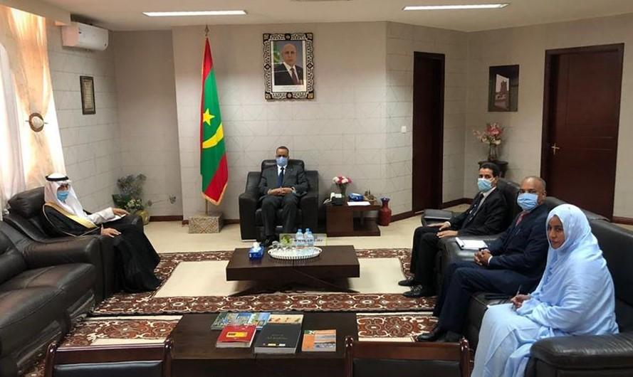 وزير الخارجية خلال لقائه مع السفير السعودي اليوم (وما)