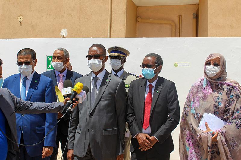 الوزير الأول محمد ولد بلال خلال تصريحه عقب زيارته لوزارتي التهذيب والصحة (وما)
