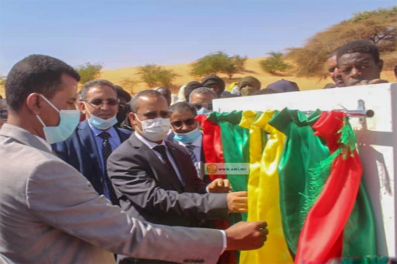 وزير التجهيز والنقل محمدو أحمدو امحيميد خلال تدشين الطريق (وما)