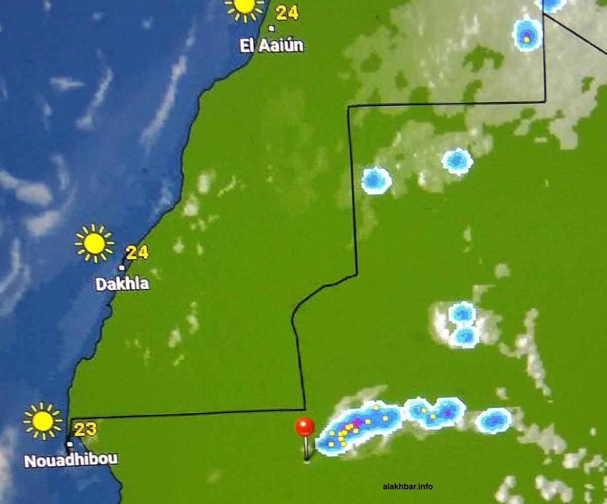 خارطة انتشار السحب شمال البلاد الساعة: 17:55، وتوجد الإشارة عند مدينة أطار عاصمة ولاية آدرار