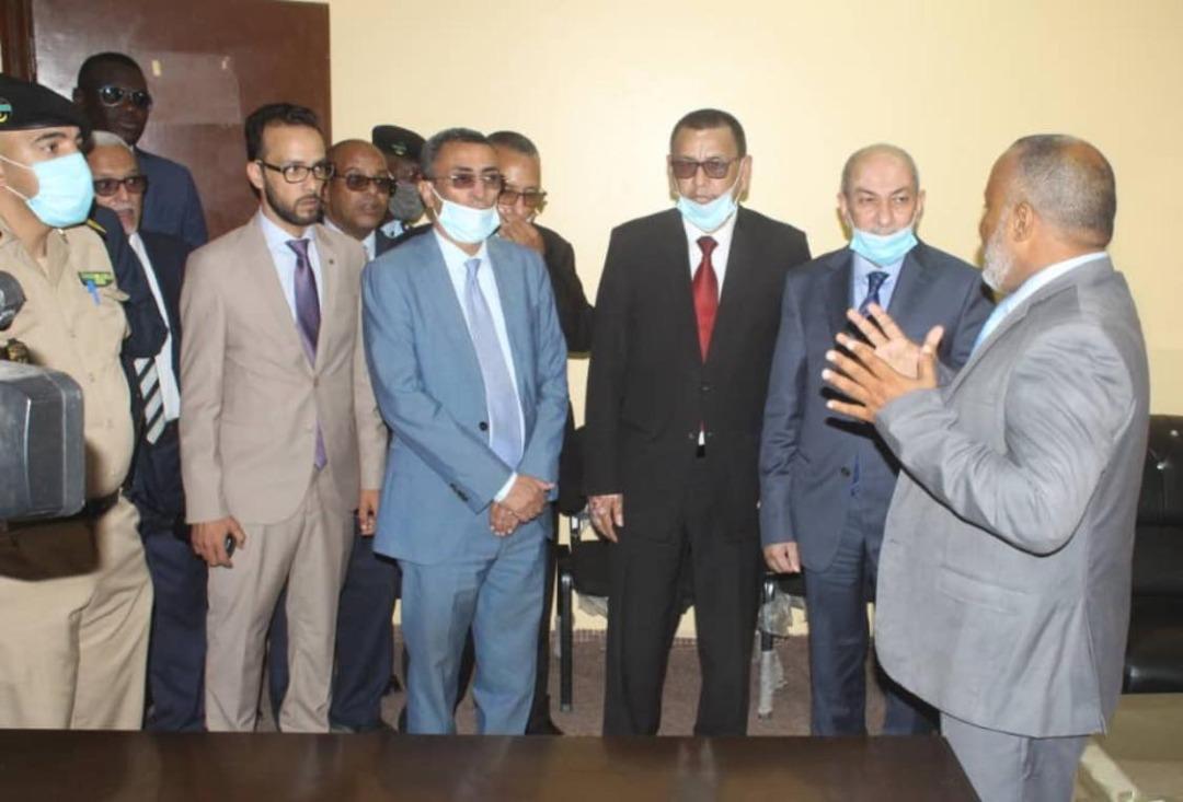 وزير العدل خلال زيارته الثلاثاء لقصر العدل بولاية نواكشوط الغربية
