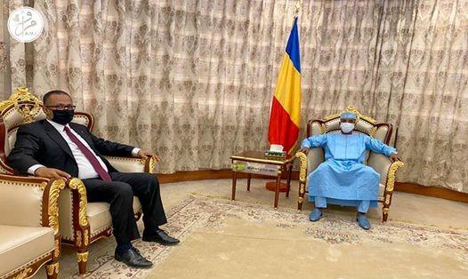 الرئيس اتشادي محمد إدريس ديبي، ورئيس اتحاد أرباب العمل الموريتانيين زين العابدين الشيخ أحمد (وما)