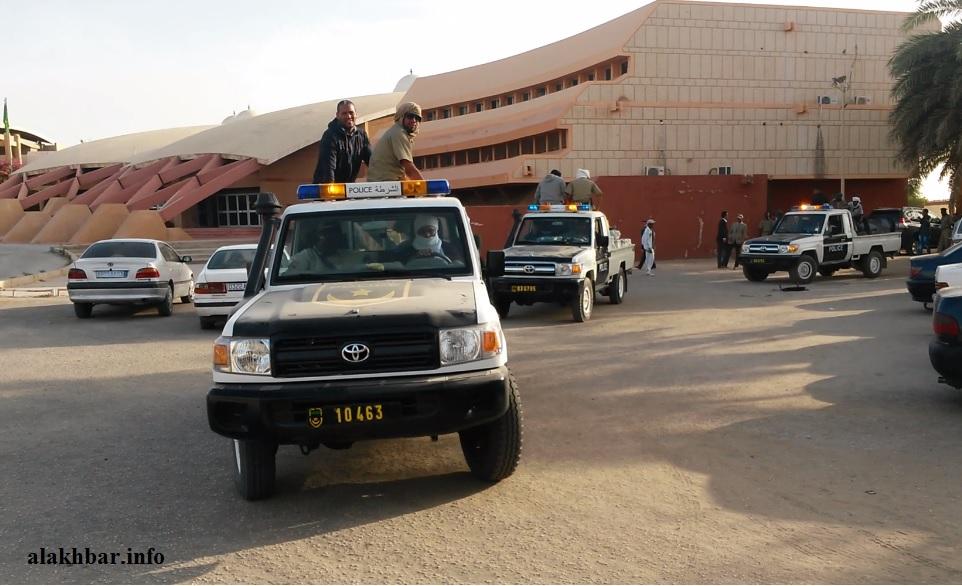 سيارة من الشرطة في مدخل قصر العدل بنواكشوط الغربية
