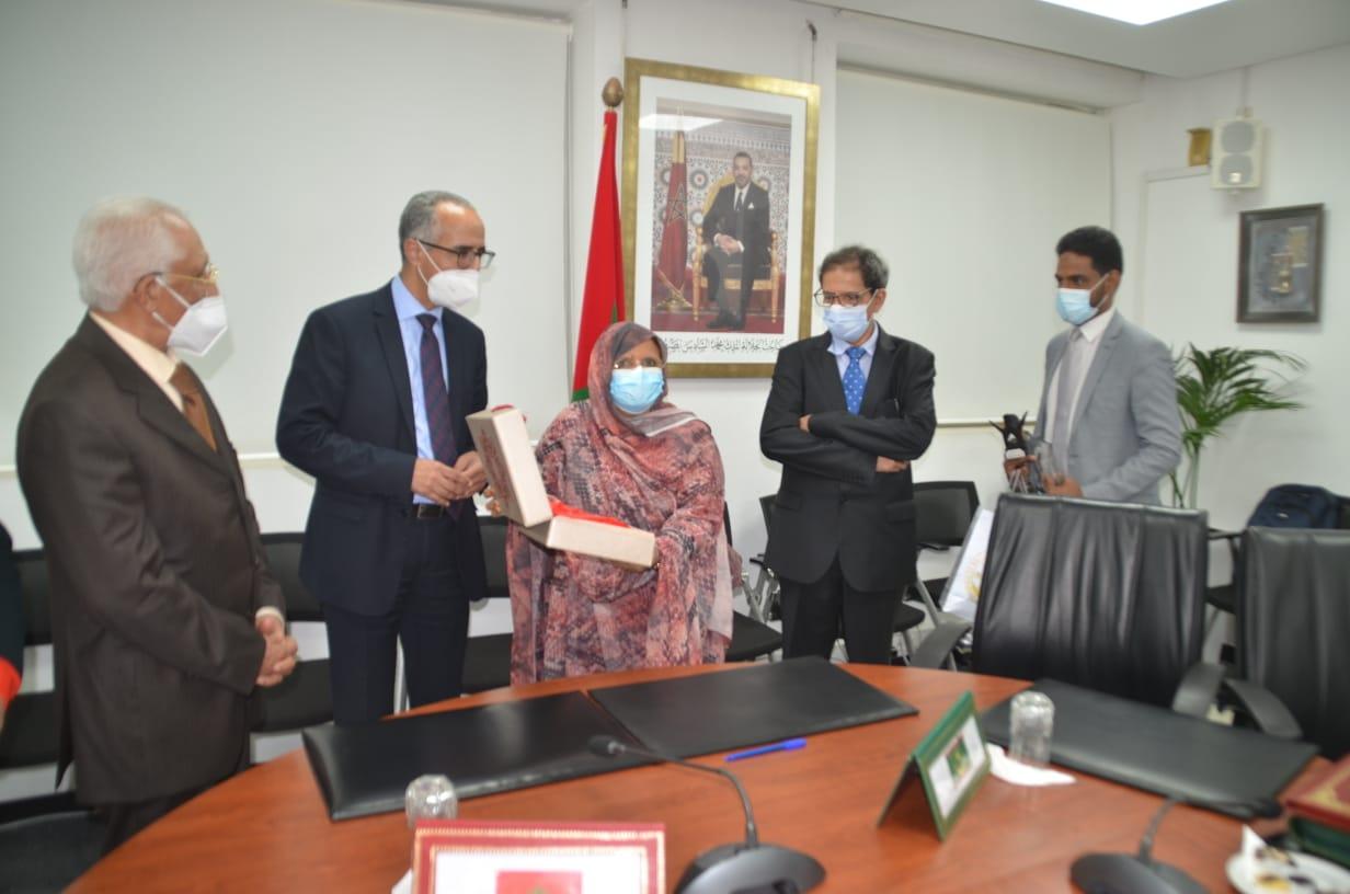 بنت عبد المالك، وعبد الصمد سكال بعيد توقيع اتفاقية الشراكة
