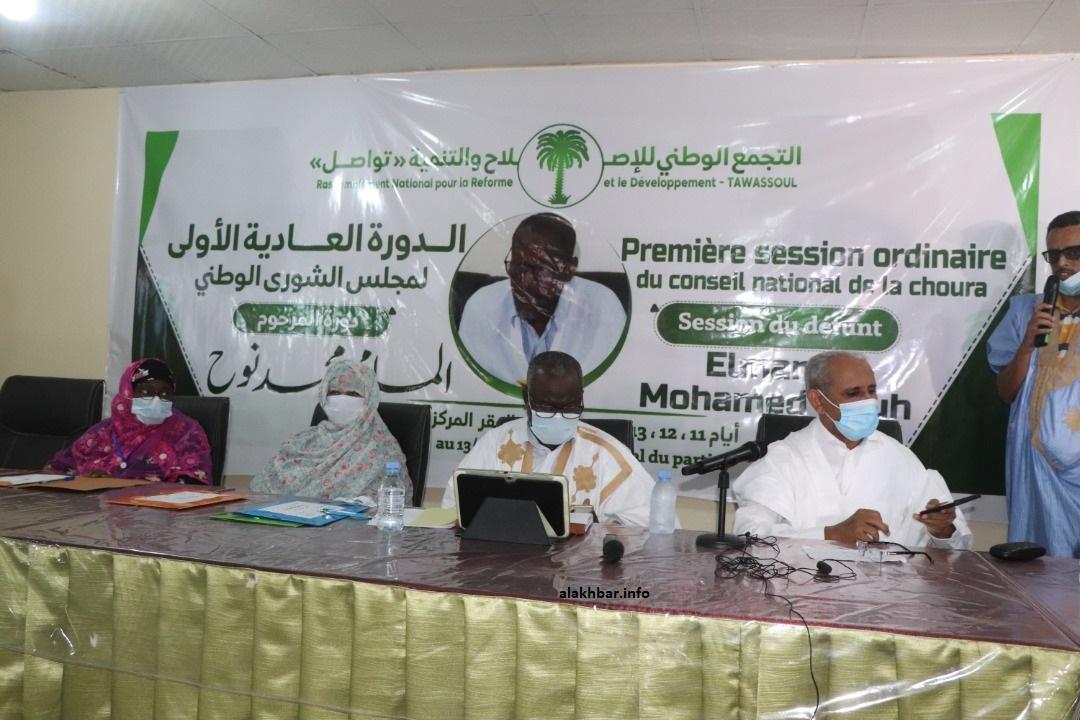 رئيس الحزب، ورئيس مجلس الشورى خلال حفل افتتاح الدورة مساء الجمعة الماضي (الأخبار)