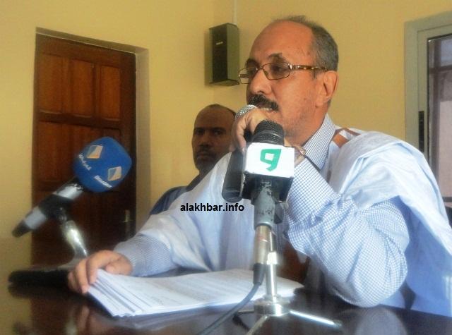 نقيب المحامين الموريتانيين الأستاذ الشيخ ولد حندي خلال مؤتمر صحفي سابق (الأخبار - أرشيف)