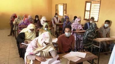 تلاميذ في نواذيبو اليوم في مركز ثانوية الوفاء/ الأخبار