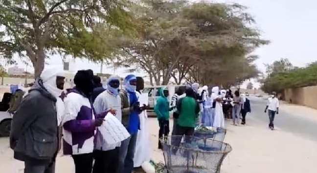 جانب من الوقفة الإحتجاجية التي نظمها الصيادون في نواذيبو/ الأخبار