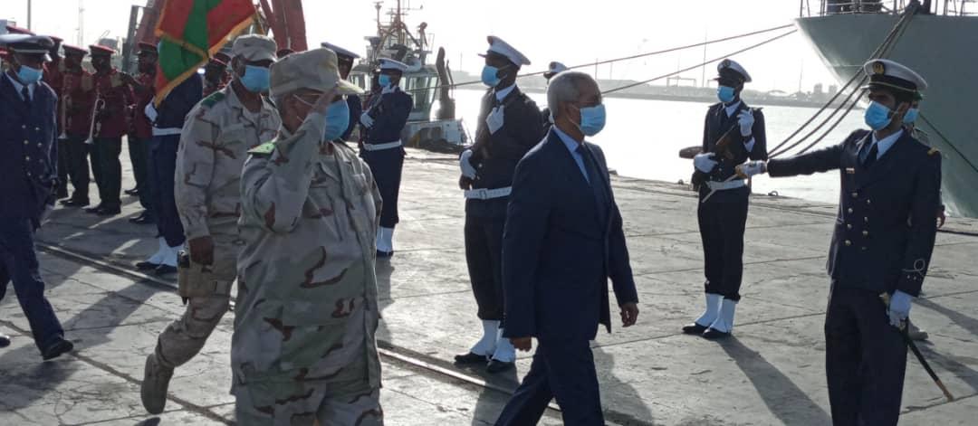 وزير الدفاع وقائد أركان الجيوش خلال الإشراف على انطلاقة المناورات اليوم