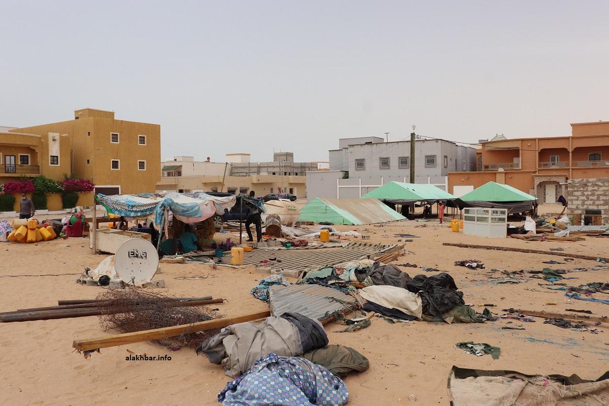 بعض المرحلين أثناء التحضير لنقلهم إلى الحي الجديد في مقاطعة الرياض (الأخبار - أرشيف)
