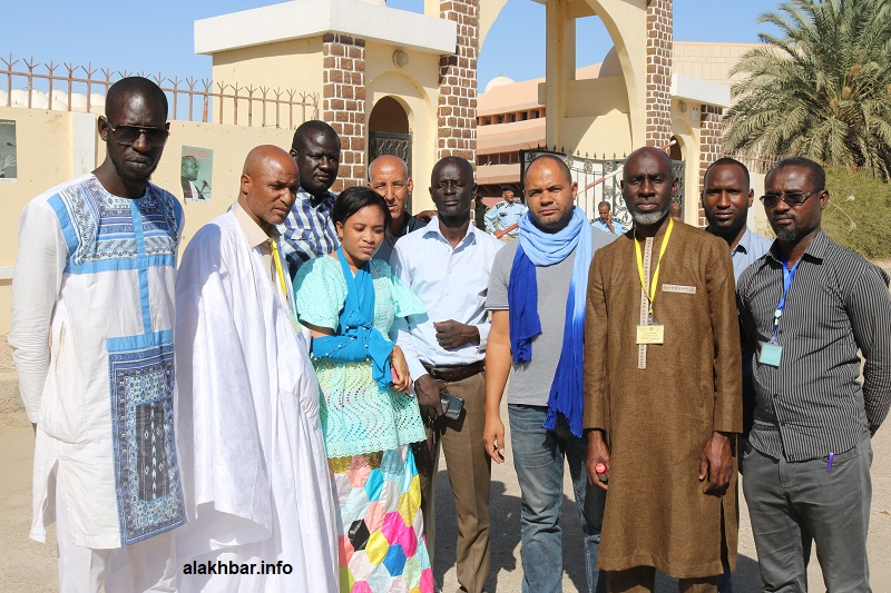 موظفو بلدية السبخة أمام قصر العدل بولاية نواكشوط الغربية بعيد تقديم شكوى أمام النيابة العامة يوم 06 فبراير الجاري (الأخبار)