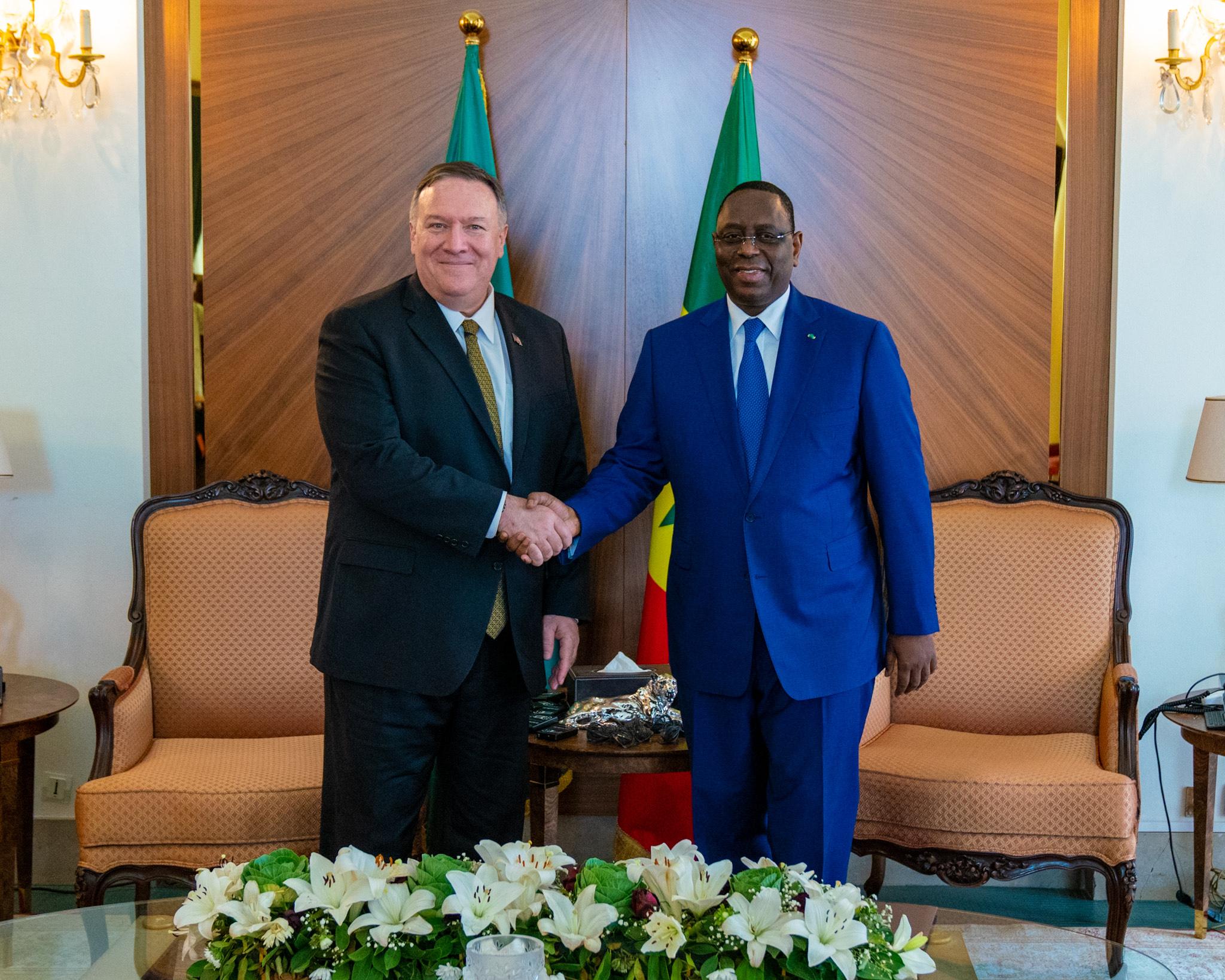 الرئيس السنغالي ماكي صال ووزير الخارجية الأمريكي مايك بومبيو