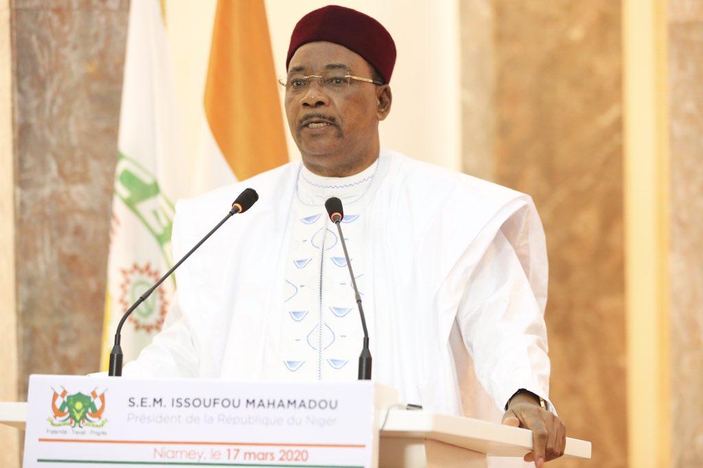 رئيس النيجر محمدو إسوفو في خطاب سابق له أعلن خلاله عن إجراءات لمواجهة كورونا