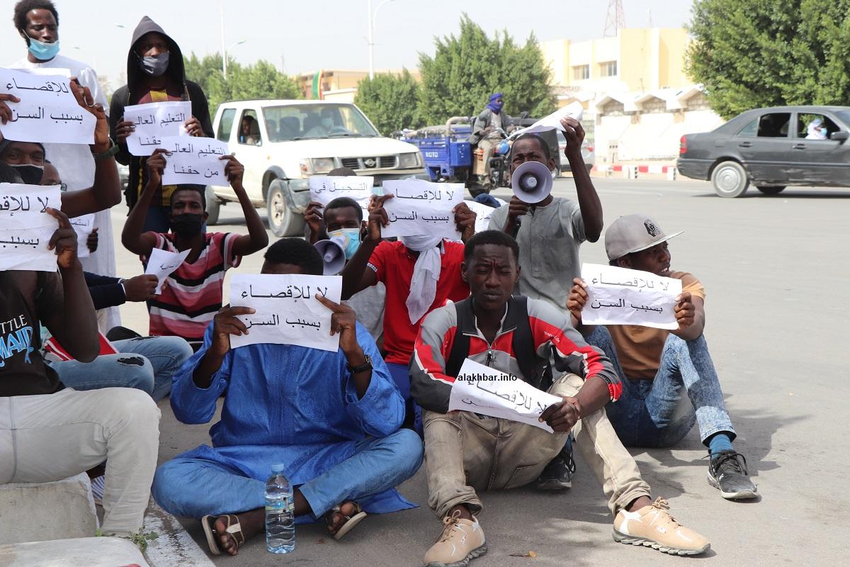 محتجون أمام وزارة التعليم العالي اليوم (الأخبار)