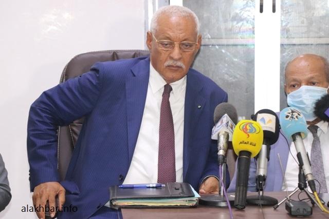 المحامي محمدن ولد اشدو خلال مؤتمر صحفي قبل أيام (الأخبار)
