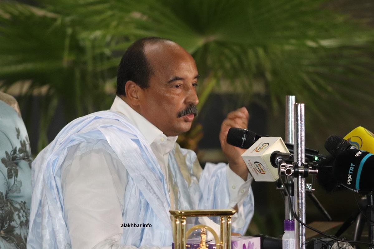 الرئيس الموريتاني السابق محمد ولد عبد العزيز خلال مؤتمر صحفي أغسطس الماضي (الأخبار)