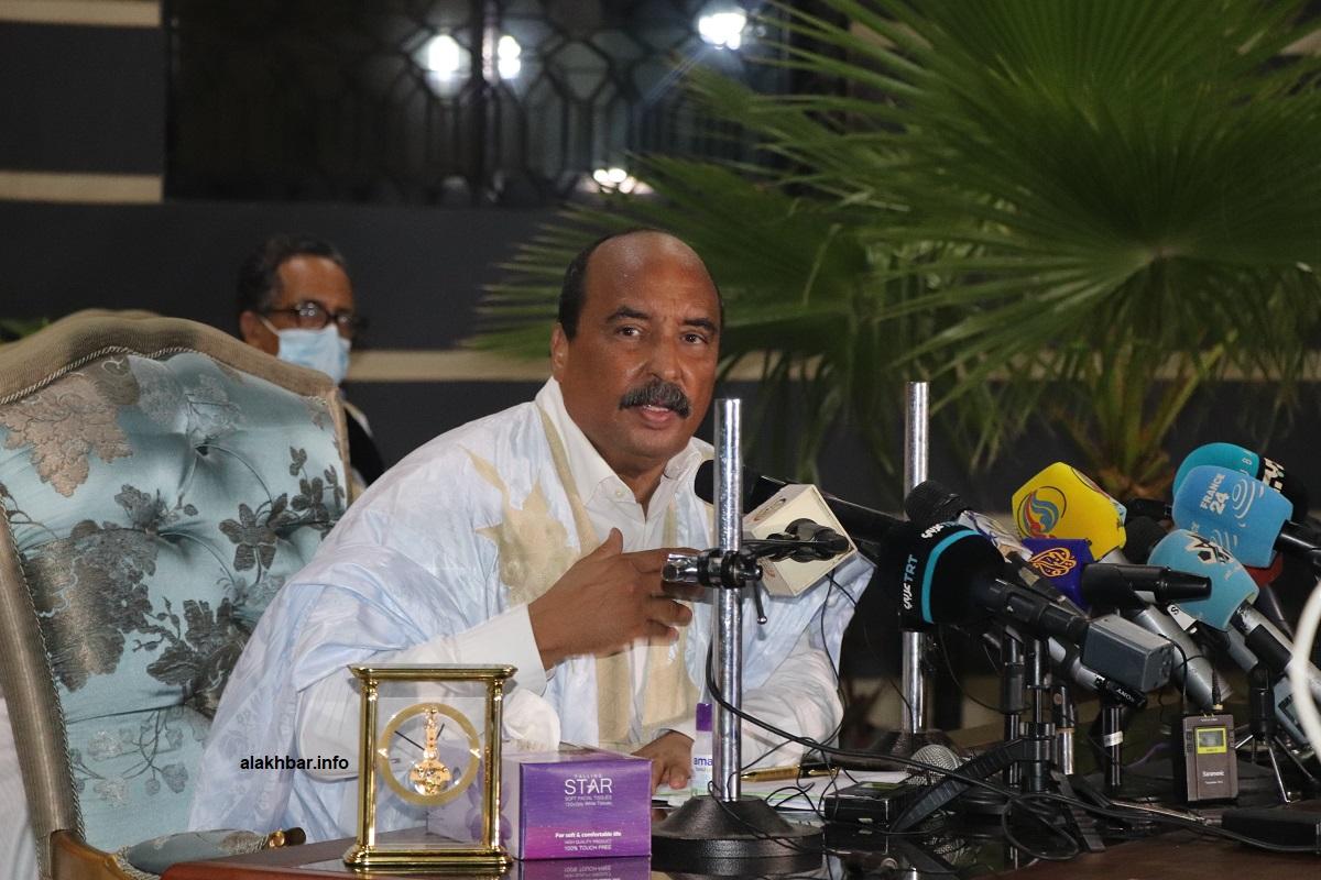 الرئيس الموريتاني السابق محمد ولد عبد العزيز خلال مؤتمر صحفي نهاية إغسطس المنصرم (الأخبار)
