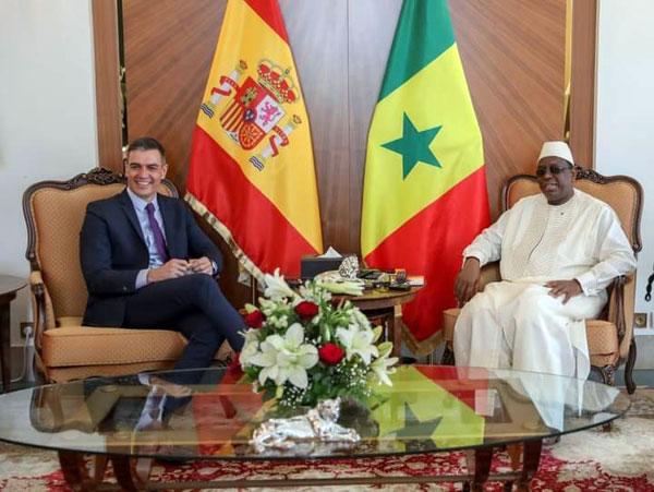 الرئيس السنغالي ماكي صال ورئيس الحكومة الإسبانية بيدرو سانشيز