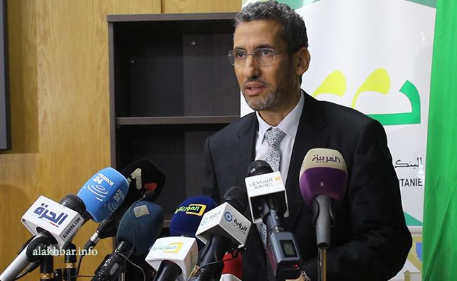 وزير المالية محمد الأمين ولد الذهبي خلال مؤتمر صحفي سابق (الأخبار - أرشيف)