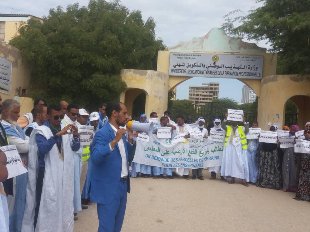 النقابة خلال احتجاجات سابقة أمام مباني الوزارة (الأخبار - أرشيف)