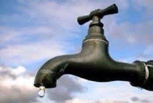 تتفاقم يوما بعد يوم أزمة المياه مع ارتفاع درجات الحرارة في المدينة دون أي حل فمتى تغيث السلطات نواذيبو؟