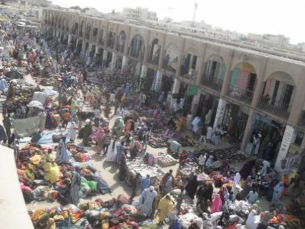 باعة متجولون في محيط سوق العاصمة نواكشوط