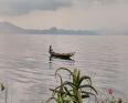 زورق ببحيرة كييفو شرقي الكونغو الديمقراطية